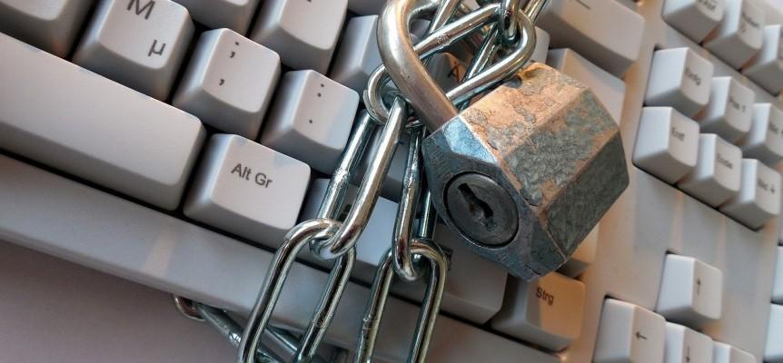 Lås og tastatur symboliserer databeskyttelse, privatlivetsfred og it-sikkerhed
